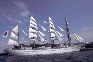 横浜大桟橋で商船学校の練習船