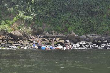 猿島へ50m結構潮が早く苦戦して上陸