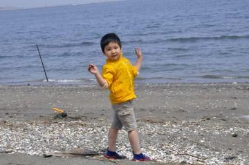 海辺でハイ・ポーズ・・・優くん