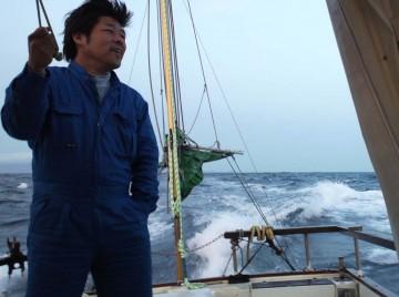 大島を断念し荒れる海の状況を確認