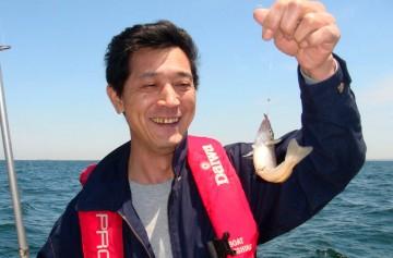 カサゴは不発でしたがシロギスを釣り上げた笑顔が・・・