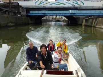 神田の町並みを水面から眺めゆっくりと進む