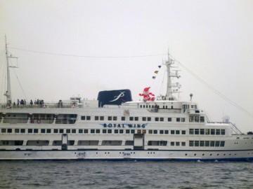 横浜港の観光船ロイヤルウイングにはサンタさんが・・・モウ今年も残りわずか!