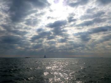 羽田沖の雲・・・晴れの予想が・・・