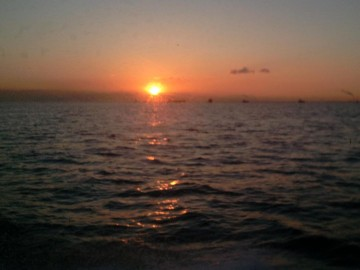 東京湾の日の出は5時40分ごろ・・・早くなりました