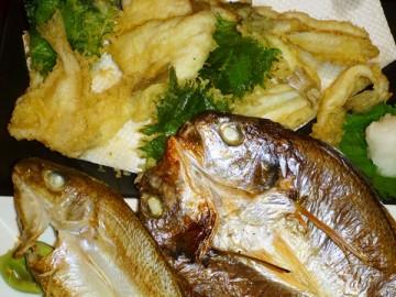 夕食は天ぷらと干物