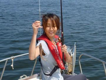始めての釣りでキスが来ました・・・奥さん