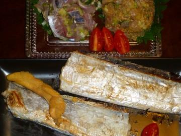夕食は釣りタテのタチウオの塩焼きにアジのタタキ、イシモチのナメロウ・・・脂が乗って最高!!!