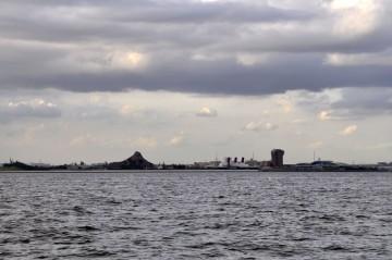 ディズニーランド沖を通過