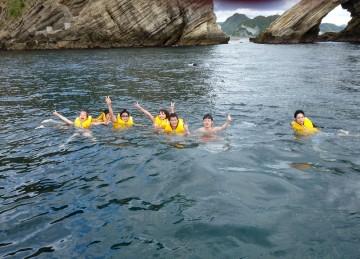 浮島の南側で早速海水浴・・・