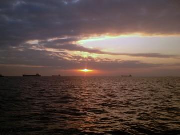 羽田沖の日の出を見ながら一路南下