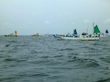 ほとんどの釣り船がアンカーを入れている