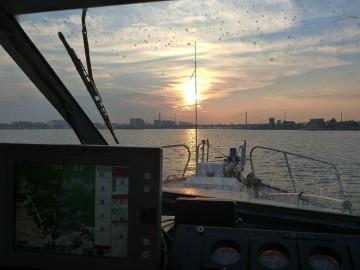 多摩川の大師橋に沈む夕日。5時にすでに夕暮れ。日が落ちるのが早くなりました!