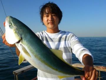 魚が釣れれば釣り人のテンションは上がる・・・立派なワラサ!!!