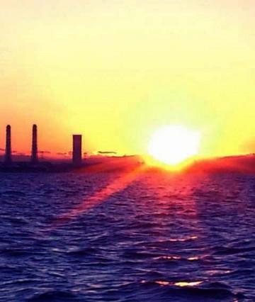 木更津から素晴らしい日の出・・・一路久里浜沖に