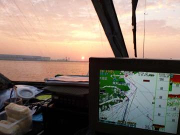 多摩川の河口を出るまでは素晴らしい凪だったが!
