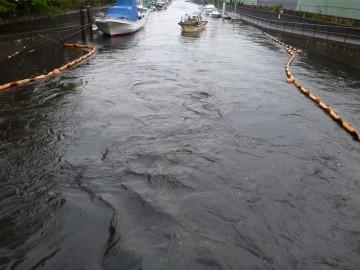 増水と満潮の時刻が重なり高潮に・・・