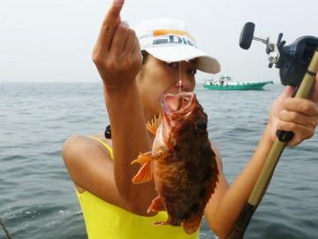 沖で釣れたカサゴは色が綺麗です・・・!