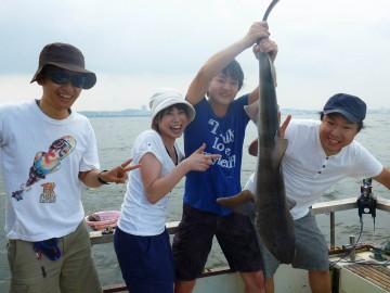 サバの泳がせでサメの連続ヒット・・・・