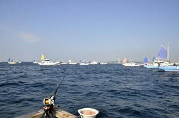 松輪から久里浜の船が久里浜沖にワラサを求めて