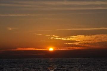夕日を眺めながら三崎に入港!