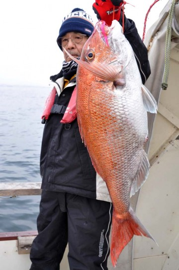 船釣り初めて・・もちろんタイラバも・・・ 4.33kg68cmが榎本さんに