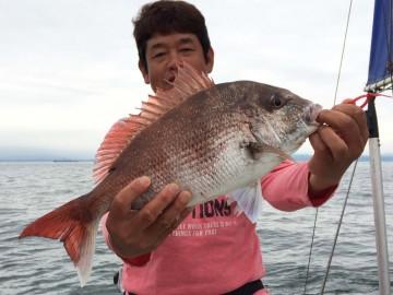 今日イチの1.56kgのマダイ・・・ザシーマンの船長金子さん