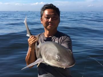 1mもあるサメが釣れ・・・!(最近サメに好かれたようです)