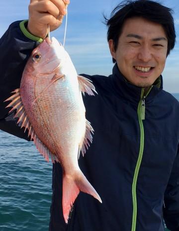 初めてタイラバでタイを釣りました・・・笑顔が素晴らしい!