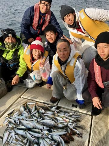 楽しいお仲間で・・釣った魚を持ち込んでの宴会・・盛り上がったことでしょう!