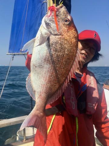 釣れました・・・いいサイズの2.55kg 田原さんやりました・・!!!