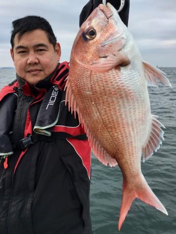 やっと貴重な一枚・・・1.13kg・・釣ってくれました高田さん!!!