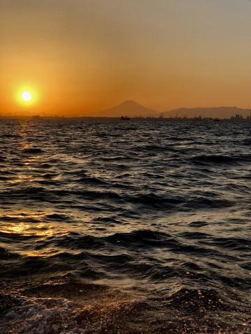 4時納竿・・・川崎沖で綺麗な夕日が・・・!