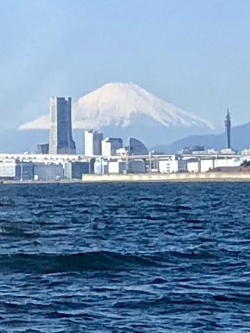 富士山もだいぶ冠雪し 朝晩は冷え込んできました・・!