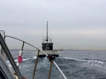 帰り・・冷却水のホース破損で・・・曳航されての帰港・・・!