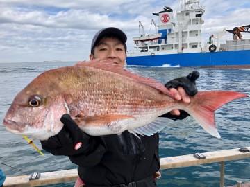 きたよ・・・2.45kg・・・初タイラバ釣行で・・・グッド・・・!