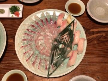 柏原さんが釣った真鯛のお造り・・・! photo by Kashiwabara